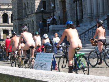 070507nakedbikeride.jpg