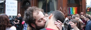 two men kissing outside the John Snow pub