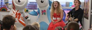 Wenlock and Mandeville with Tom and Carrie Fletcher at Great Ormond Street / photo by Dave Tully for LOCOG