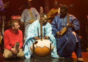 Damon Abarn on stage with Malian musicians Toumani Diabaté and Bassekou Kouyate, by Andy Buurman